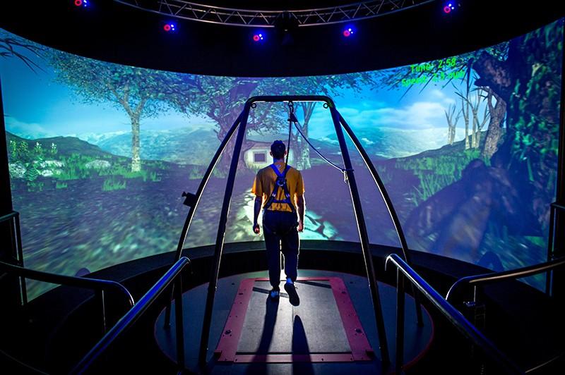Пример виртуальной реальности с полным погружением