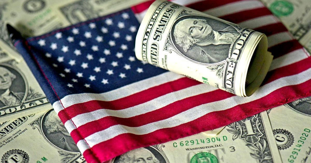 Доллар стал символом экономики
