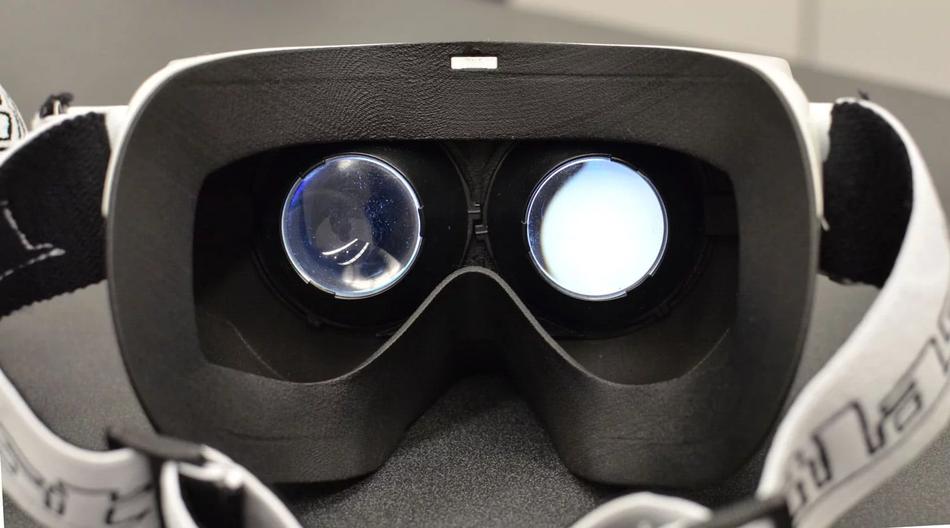 Линзы в очках виртуальной реальности